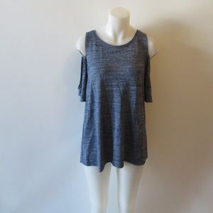 TWO BY VINCE CAMUTO COLD  BLUE SHOULDER TOP L